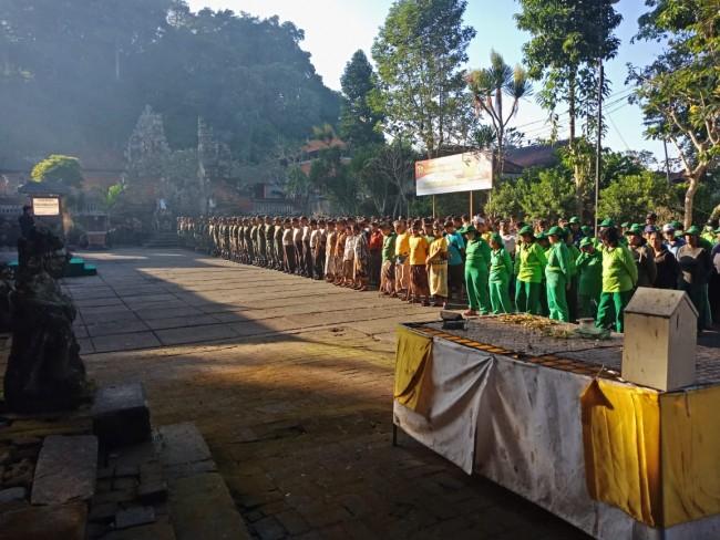Ratusan Prajurit Praja Raksaka Bersihkan Areal Pura Kahyangan Jagat Bukit Dharma Durga Kutri