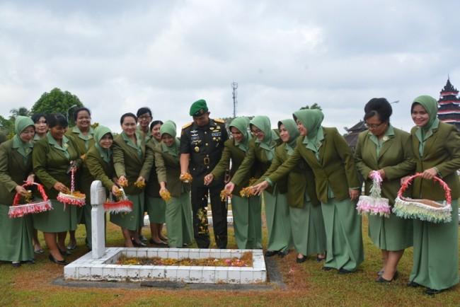 Hormati Jasa Para Pahlawan, Pangdam Pimpin Ziarah Rombongan