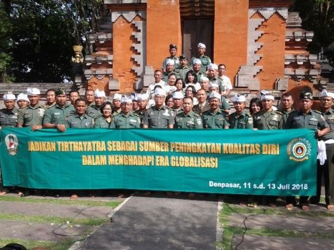 Tingkatkan Kualitas Diri Hadapi Era Globalisasi, Disbintalad Tirtayatra ke Sejumlah Pura di Bali
