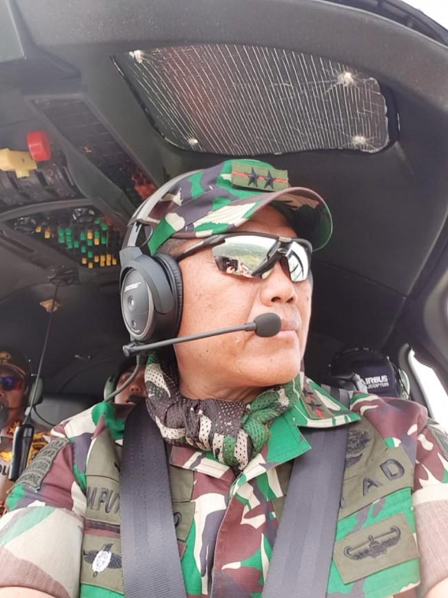 Pangdam II/Sriwijaya Bersama Kapolda Sumsel Tinjau Proses Pemadaman Kebakaran Hutan