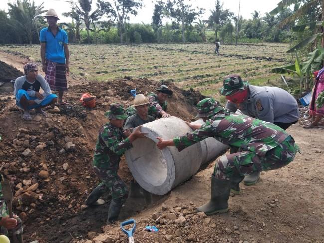 Kompak TNI Polri Tuntaskan Program TMMD