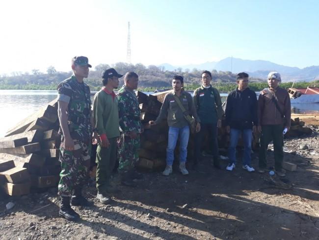 Diduga Hasil Illegal Logging, Kodim Sumbawa Amankan Puluhan Kubik Kayu