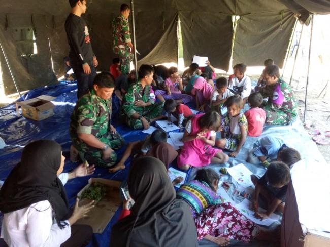 Mental Healing Korban Gempa, Tim Psikologi TNI Dirikan Sekolah Gembira