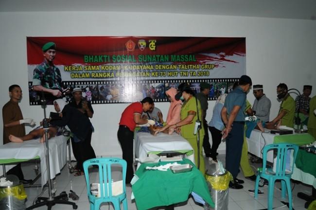 Bhakti Sosial HUT TNI, Kodam IX/Udayana Khitan 32 Orang Anak