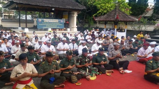 TNI-Polri, Aparat Pemerintah dan Masyarakat Klungkung Gelar Doa Bersama