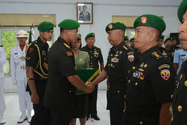 Tongkat Komando Rindam IX/Udayana Beralih, Pangdam Pimpin Acara Sertijab dan Tradisi Laporan Korps