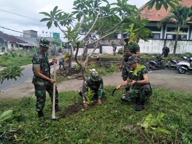 Menyambut HJK 2018, Sebanyak 100 Bibit Pohon Ditanam di Pura Dalem Desa Sudimara