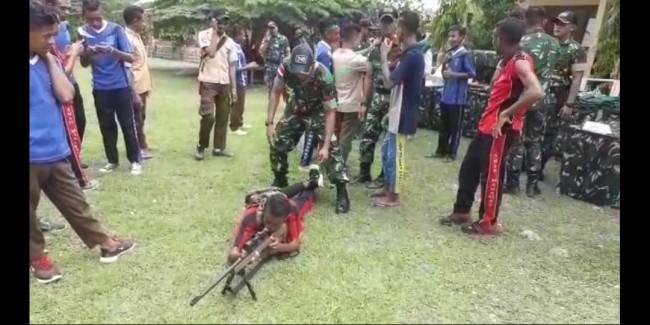TNI Kenalkan Alusista dan Sosialisasikan Rekrutmen TNI AD Kepada Siswa Sekolah di Perbatasan