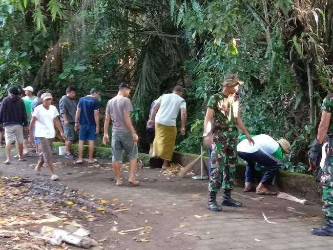 """Bersihkan Sungai, Koramil 1616-02/Ubud Bersama Masyarakat Laksanakan """"Peliatan Ngogo"""""""