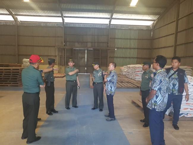 Tim Sergab Mabes TNI Tinjau Gudang Divre Bulog Jatiwangi Kota Bima