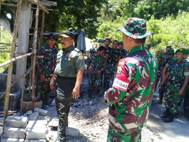 Melihat Secara Langsung Progres TMMD, Tim Wasev Mabesad Kunker ke Kampung Racang