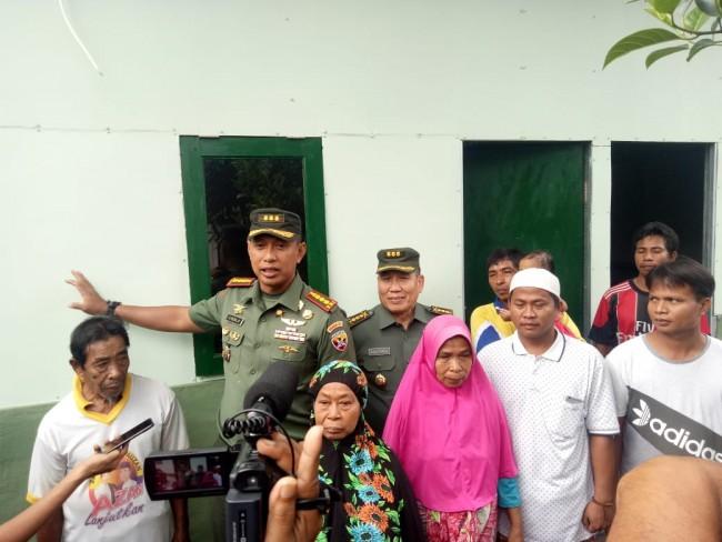 Didampingi Danrem, Tim Wasev TNI Tinjau Bangunan Huntara Program Opster TNI