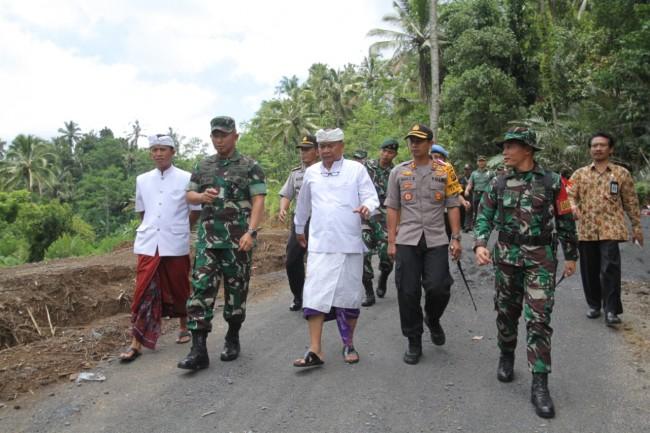 Pangdam IX/UdayanaApresiasi TMMD ke 104 di Desa Peninjoan, Sasaran Fisik Sudah Tercapai