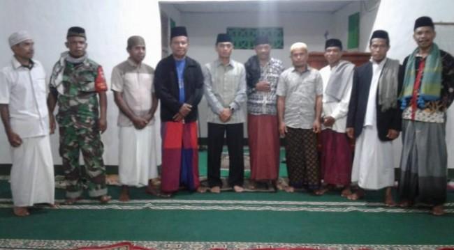 Bina Silaturahmi, Dandim 1622/Alor Sholat Tarawih Berjamaah di Kompleks MTs Negeri 1 Bungawaru