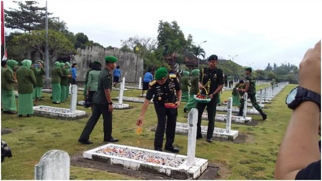 Pangdam IX/Udayana : Ziarah Rombongan Sebagai Momentum Penghormatan Terhadap Jasa Para Pahlawan