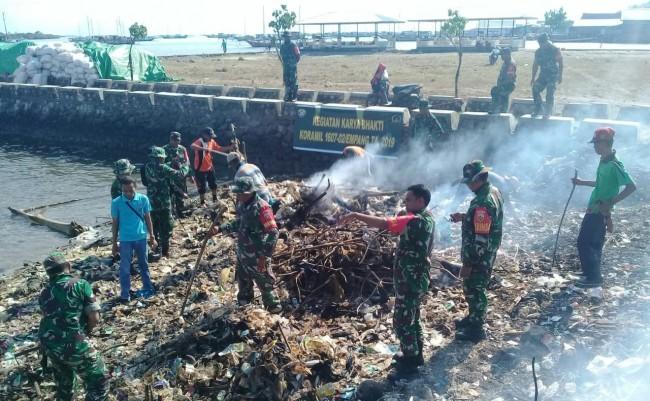 Satuan Jajaran Kodim Sumbawa Manfaatkan Jumat Bersih Untuk Silaturrahmi dan Gotong Royong