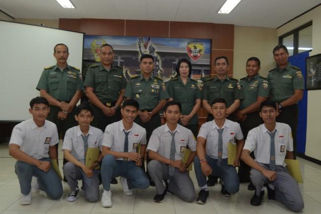 Dukung Program Sekolah, Kapendam Resmi Tutup PKL Jurnalistik Siswa SMK