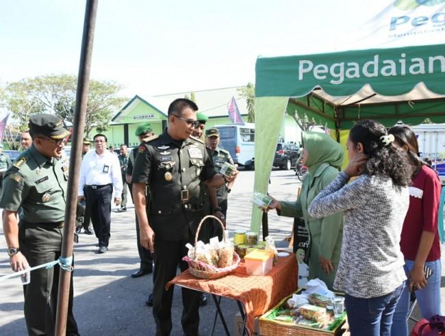 Ada Donor Darah dan Pasar Murah, Pangdam IX/Udayana tinjau Bakti Sosial HUT ke 74 TNI di Kupang