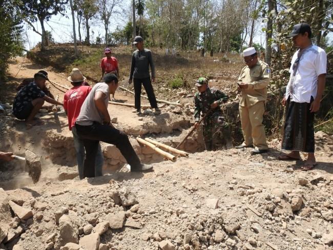 Trisula Desa Montong Gamang Sukseskan TMMD ke 106 Kodim 1620/Loteng