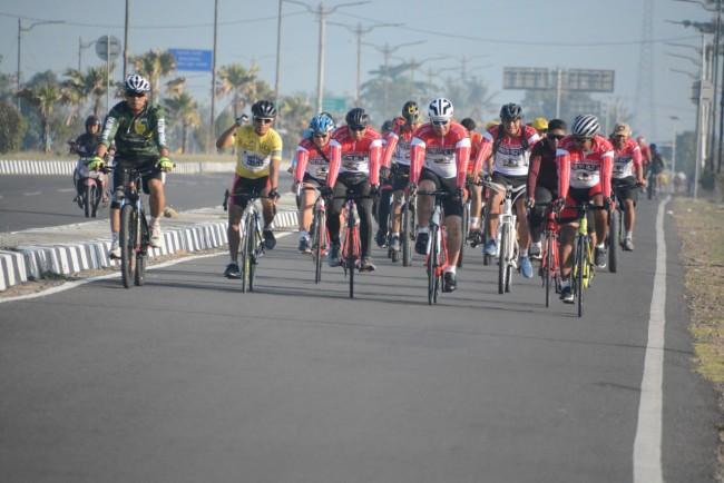 Jaga Fisik, Wira Bhakti Cycling Club Korem 162/WB Gowes Keliling Kota Mataram