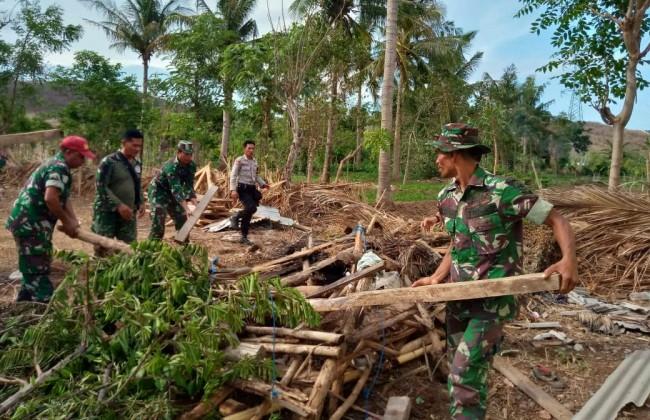 Puting Beliung Terjang Sambelia, Kodim Lotim dan Instansi Terkait Berikan Bantuan
