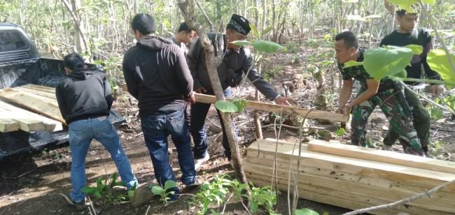 Diduga Hasil Ilegal Logging, Kodim Sumbawa Bersama KPH Batu Lanteh Amankan BB di Hutan Jati Semamung