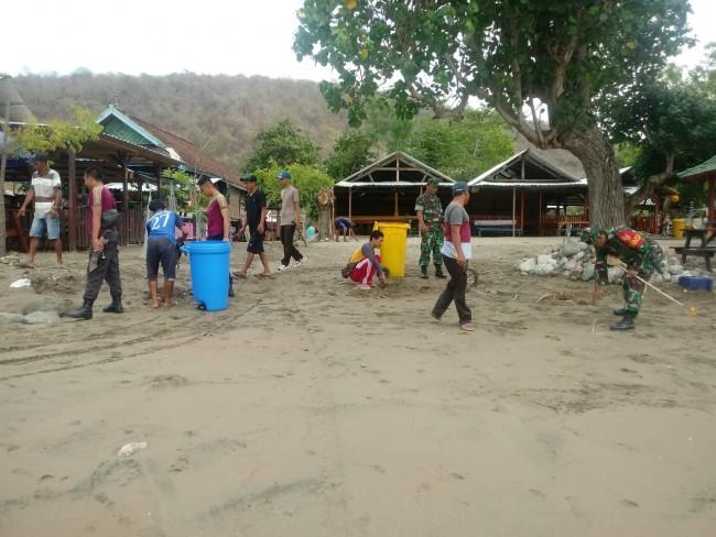 Jelang Hari Juang TNI AD 74, Kodim 1628/SB Gelar Karya Bhakti di Pantai Balat