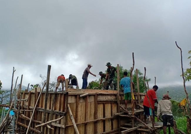 Bakti TNI di Perbatasan, Satgas Yonif 132/BS Gandeng Masyarakat Bangun Bak Penampungan Air Bersih