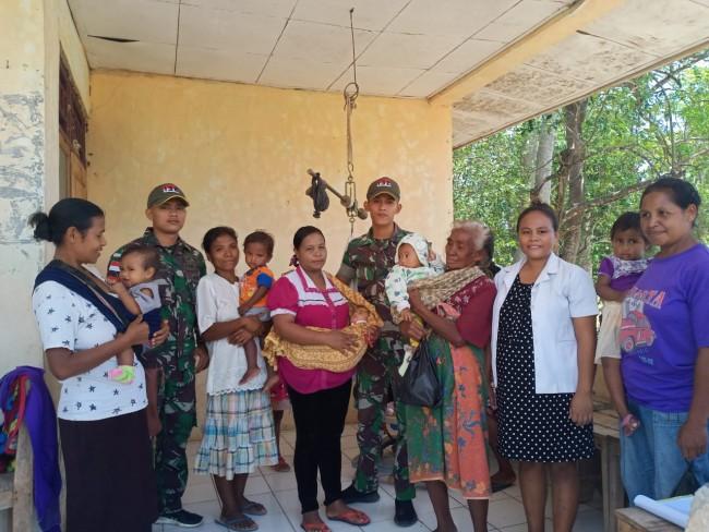 Peduli Kesehatan Balita dan Ibu Hamil, Satgas Yonif 132/BS Gelar Pelayanan Posyandu di Perbatasan
