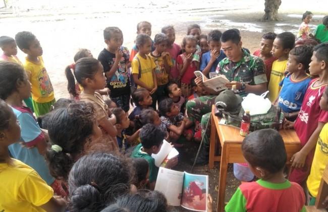 Peduli Pendidikan di Perbatasan, Satgas Yonif 132/BS Berikan Pelajaran Tambahan di Luar Kelas