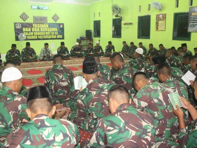 Rangkaian Kegiatan HUT ke-67, Satgas Yonif Raider 142/KJ Laksanakan Doa Bersama dan Renungan Suci