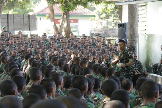 "Pengarahan Pangdam kepada Organik dan Para Prajurit Siswa Gel II TNI AD Secata ""A"" Rindam IX/Udy"
