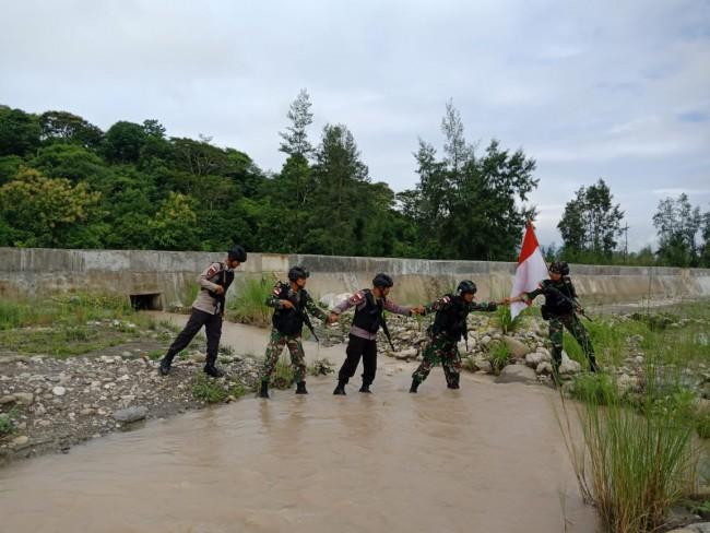 Sinergitas Menjaga Batas Negara, TNI & Polri di Perbatasan RI-RDTL Laksanakan Patroli Bersama