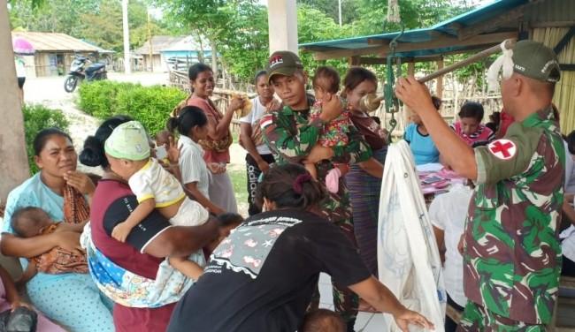 Jamin Kesehatan Balita di Perbatasan, Satgas Yonif 132/BS Gelar Pelayanan Posyandu