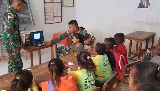 Satgas Yonif 132/BS Ajarkan Pengoperasian Komputer di Sekolah Perbatasan