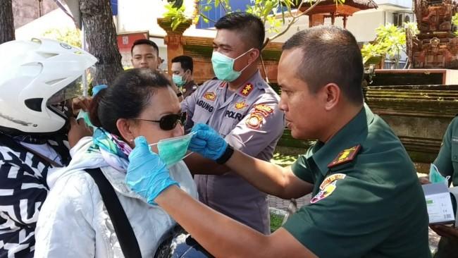 Ajak Polres dan Kejari, Kodim Bangli Bagikan 2.000 Masker Gratis