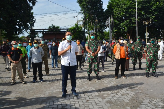 Satgas Penanggulangan Covid-19 NTB Beraksi Lakukan Sterilisasi di Pasar Kota Mataram