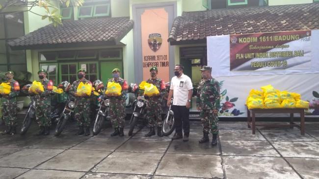 Kodim Badung Bersama PLN Unit Induk Distribusi Bali Sumbangkan Sembako Bagi Warga Masyarakat