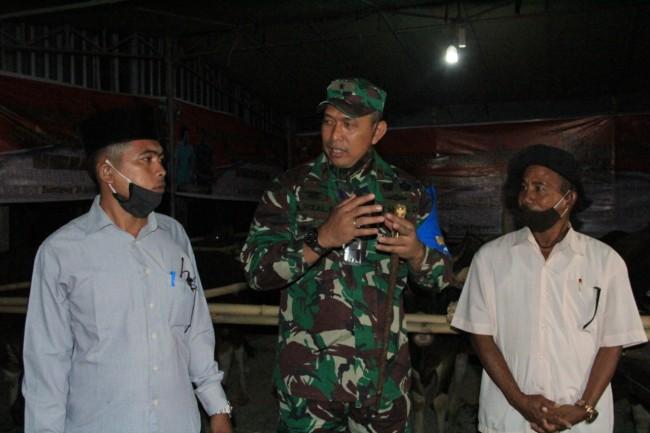 Kepala Staf Angkatan Darat (Kasad) Serahkan Hewan Kurban Kepada Masyarakat Pulau Bungin