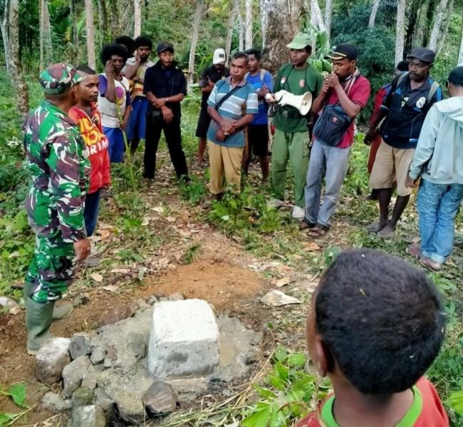 Babinsa Sampaikan Tapal Batas Tidak Membatasi Hubungan Kedua Desa