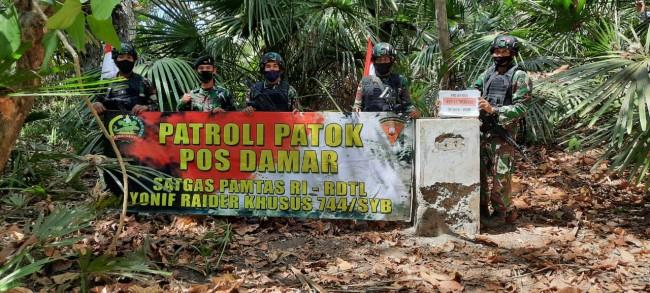 Jaga Kedaulatan NKRI, Satgas Pamtas Yonif RK 744/SYB Patroli Patok Batas
