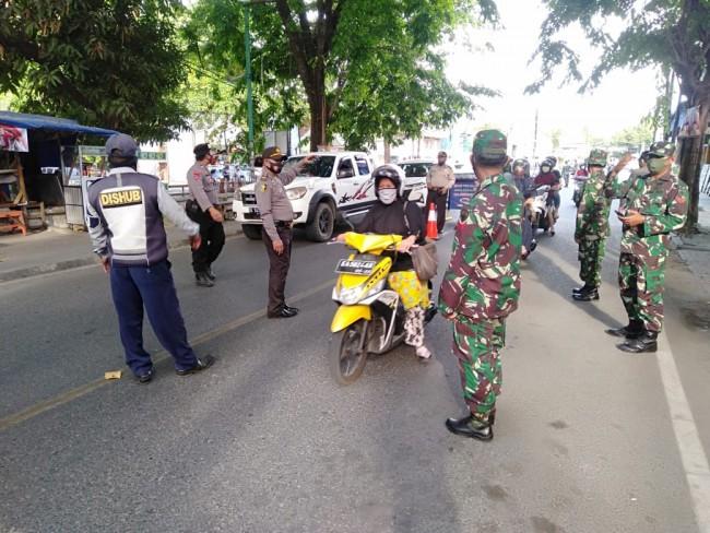 Sinergitas TNI-Polri dan Pemda Kabupaten Sumbawa Tegakkan Protokol Kesehatan.