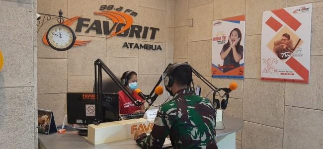 """""""Cinta Indonesia"""" Dokter Satgas Yonif RK 744/SYB Berikan Info Kesehatan Melalui Siaran Radio"""