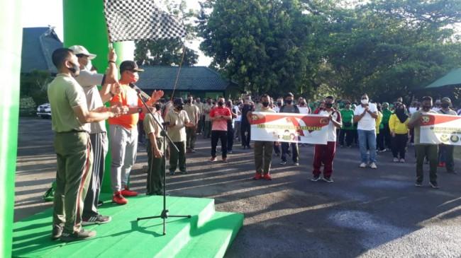 Peringati HUT TNI ke 75, Kodim 1607/Sumbawa Gelar Olahraga bersama dan Bhakti Sosial