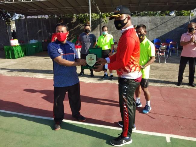Sambut HUT TNI ke 75, Kodim 1628/SB Gelar Pertandingan Tenis Lapangan