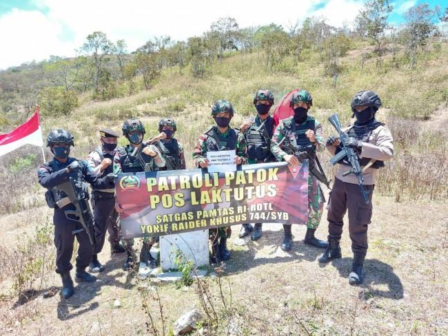 Satgas Yonif RK 744/SYB bersama Polri Melaksanakan Patroli Patok di Wilayah Laktutus