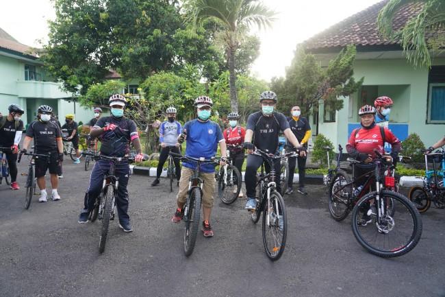 Jumat Sehat, Korem 163/Wira Satya Gowes Bareng Bank Indonesia