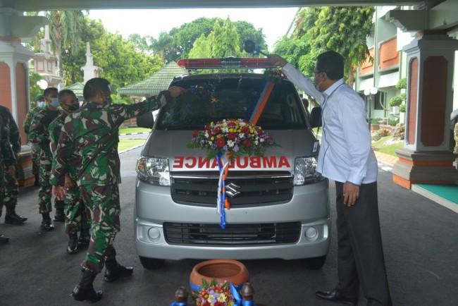 Kodam IX/Udayana Terima CSR Dua Unit Mobil Ambulance dari PT. BRI (Persero) Tbk