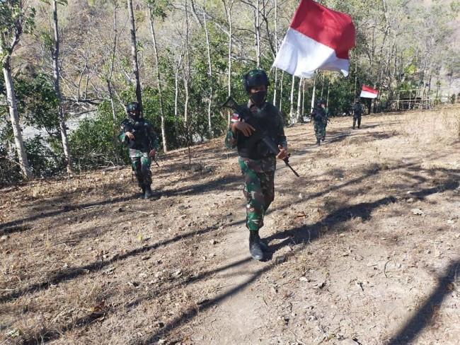 Cegah Kegiatan Ilegal, Satgas Pamtas RI-RDTL Yonif RK 744/SYB Laksanakan Patroli di Jalan Tikus