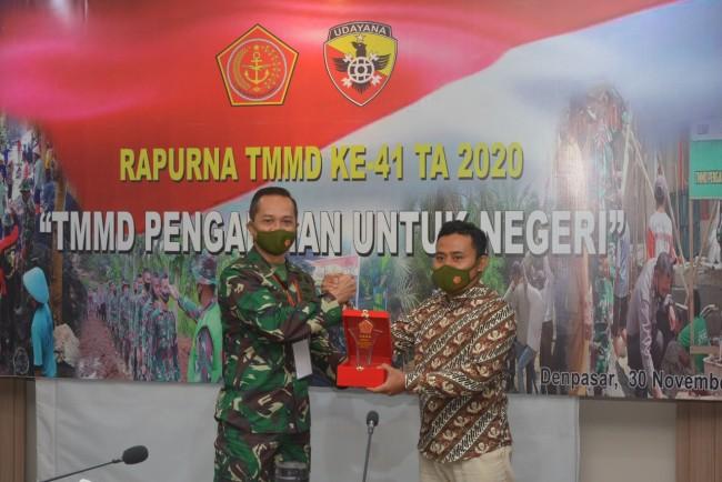 Raih Juara II Pada LKJ TMMD 109, Kasdam IX/Udy Beri Selamat Kepada Wartawan Fajar Bali
